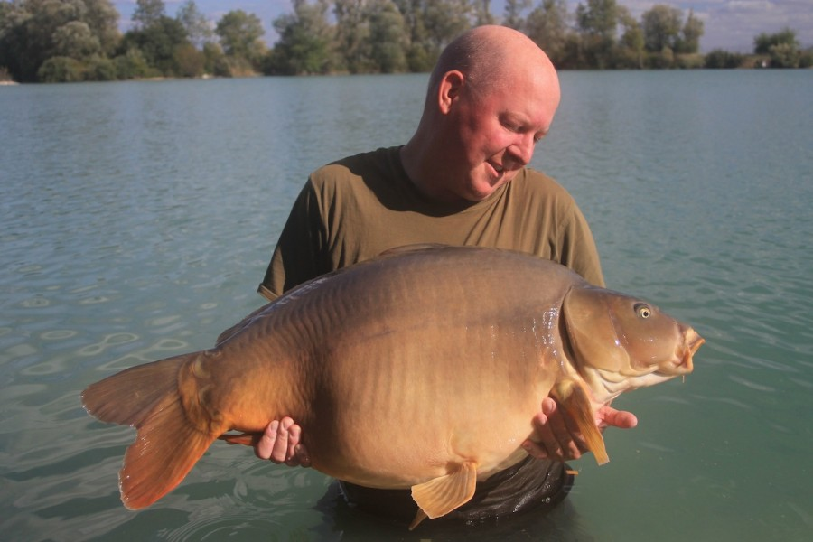 Richard Stansfield with The Hammer at 47lbs6oz