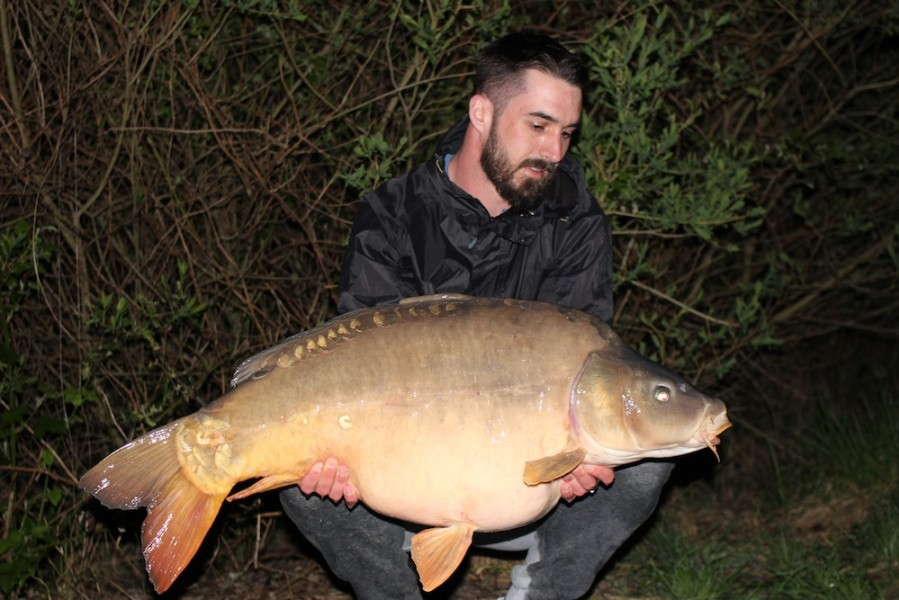 Liam Maslen with Pin Scale at 45lb 15.04.2017