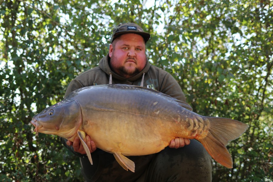 Craig Bustin with Loerchen at 38lb 8oz from Birches 17/8/2019