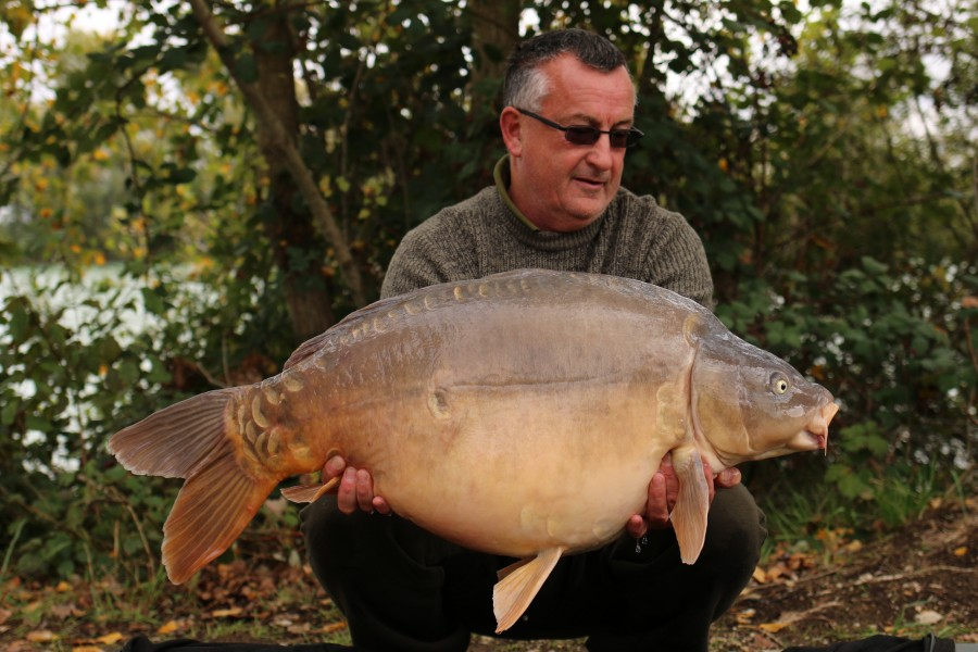 "Ian Ockwell with ""Mysterio"" bending the bar to 45lb 8oz........."